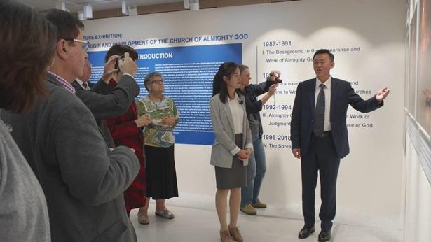 Estudiosos ocidentais se reúnem em Seul para a première da exposição de fotografias da Igreja de Deus Todo-Poderoso