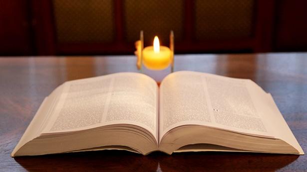 3. A Bíblia foi compilada pelo homem, não por Deus; a Bíblia não pode representar Deus